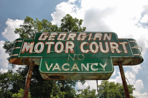 georgian motor court cordele ga art deco neon sign photograph copyright brian brown vanishing south georgia usa 2016
