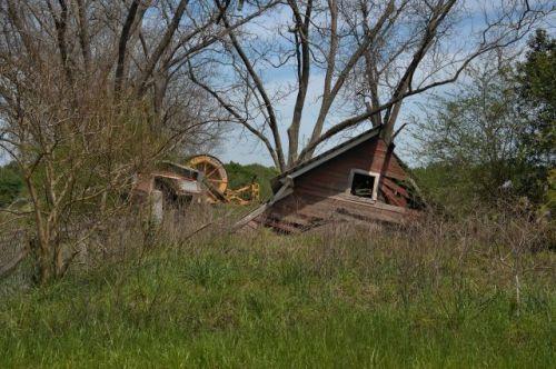 irwin county ga collapsed barn photograph copyright brian brown vanishing south georgia usa 2016