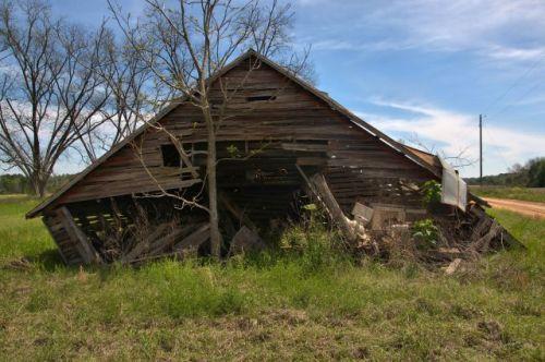 irwin county ga collapsing hay barn photogrpah copyright brian brown vanishing south georgia usa 2016
