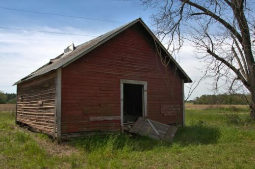 irwin county ga storage barn photograph copyright brian brown vanishing south georgia usa 2016