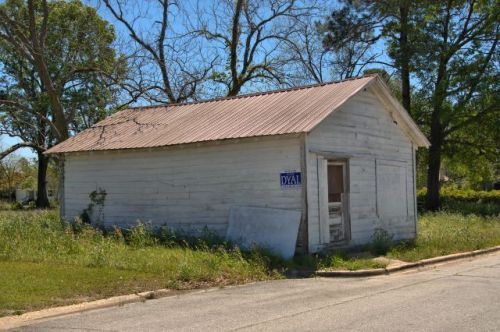 alma ga vernacular office buildilng photograph copyright brian brown vanishing south georgia usa 2016