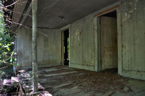 daisy ga abandoned farmhouse porch photograph copyright brian brown vanishing south georgia usa 2016