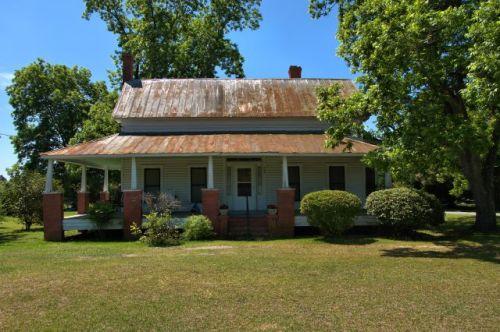 daisy ga hall and parlor house photograph copyright brian brown vanishing south georgia usa 2016
