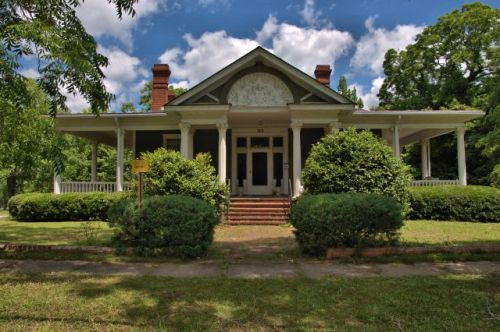 historic hawkinsville ga gus jelks house photograph copyright brian brown vanishing south georgia usa 2016