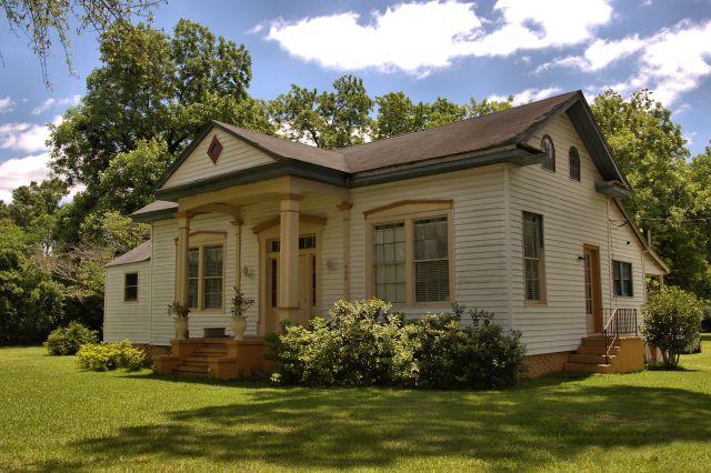 historic marshallville ga eclectic house photograph copyright brian brown vanishing south georgia usa 2016