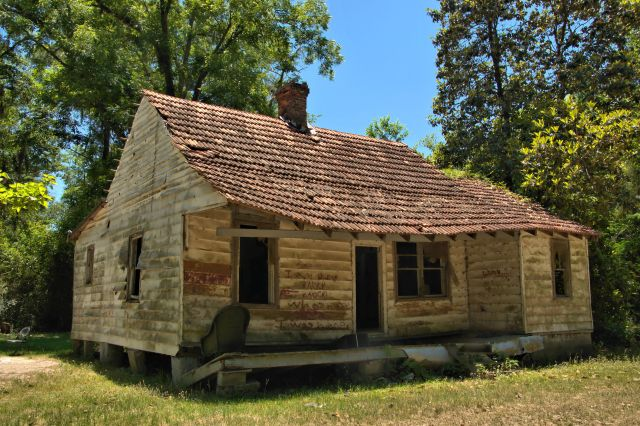 ludowici ga unidentified tile roof house photograph copyright brian brown vanishing south georgia usa 2016