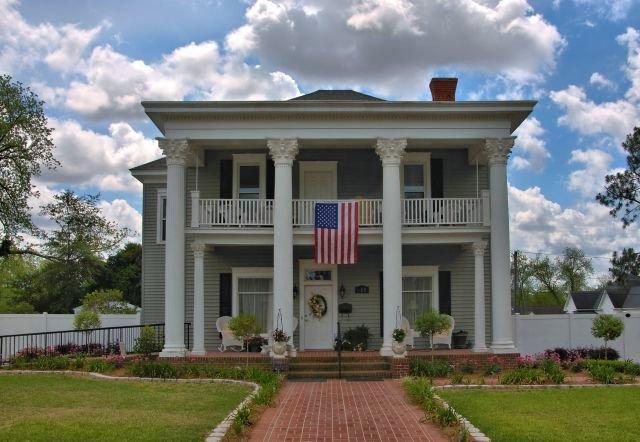 ocilla ga neoclassical revival house photogrpah copyright brian brown vanishing south georgia usa 2016
