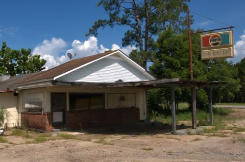 early county ga d and d grocery photograph copyright brian brown vanishing south georgia usa 2016