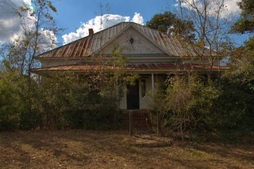 tarrytown-ga-pyramidal-hip-roof-house-photograph-copyright-brian-brown-vanishing-south-georgia-usa-2017